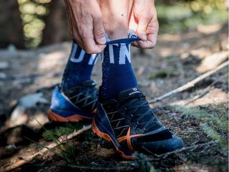 COMPRESSPORT Skarpetki do biegania długie ProRacing Socks v3.0 ULTRA TRAIL UTMB 2020 niebieskie